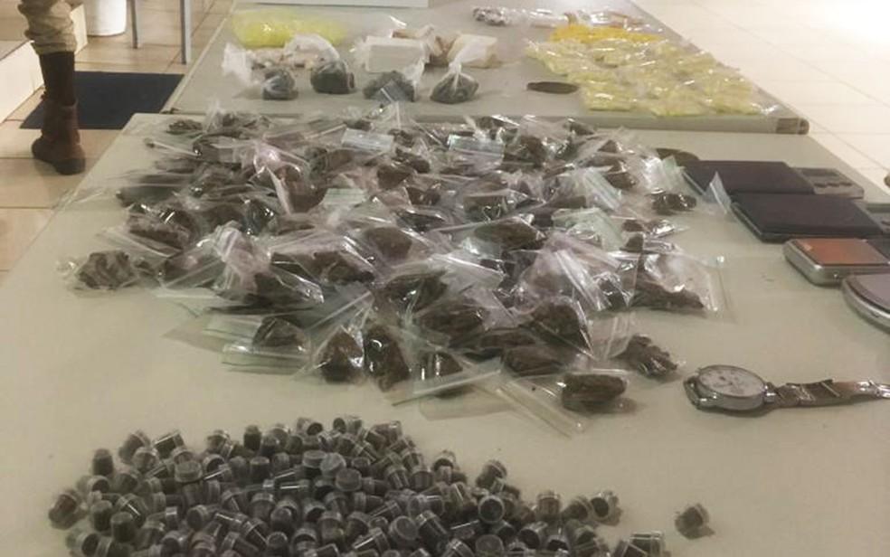Drogas foram achadas por policiais do 18º Batalhão de Polícia Militar em um casarão no Centro Histórico de Salvador — Foto: Divulgação/SSP-BA