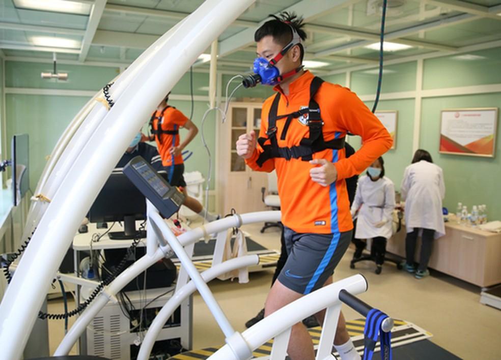 Atletas do Shandong Luneng realizaram testes físicos nesta semana — Foto: Reprodução/Sina.com