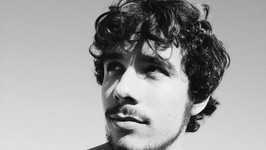 Vitor Novello, de 'Malhação', faz aniversário e ganha homenagem da namorada, Lara Coutinho