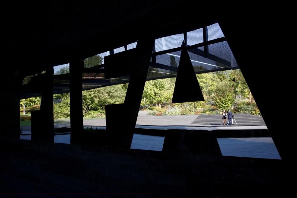 Fifa pretende ajudar a indústria do futebol em meio a crise — Foto: Reuters