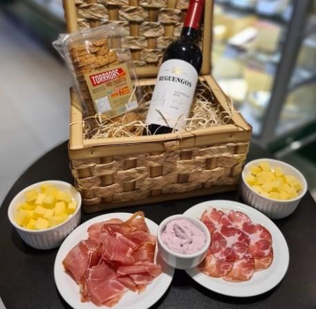 Kit da Casa da Azeitona: vinho e frios