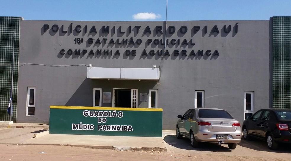 A Polícia Militar em Água Branca (PI)  realiza buscas com objetivo de prender o suspeito — Foto: Divulgação/PM