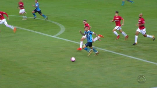 Triste por queda, Odair vibra com entrega do grupo em jogo seguro contra o Grêmio