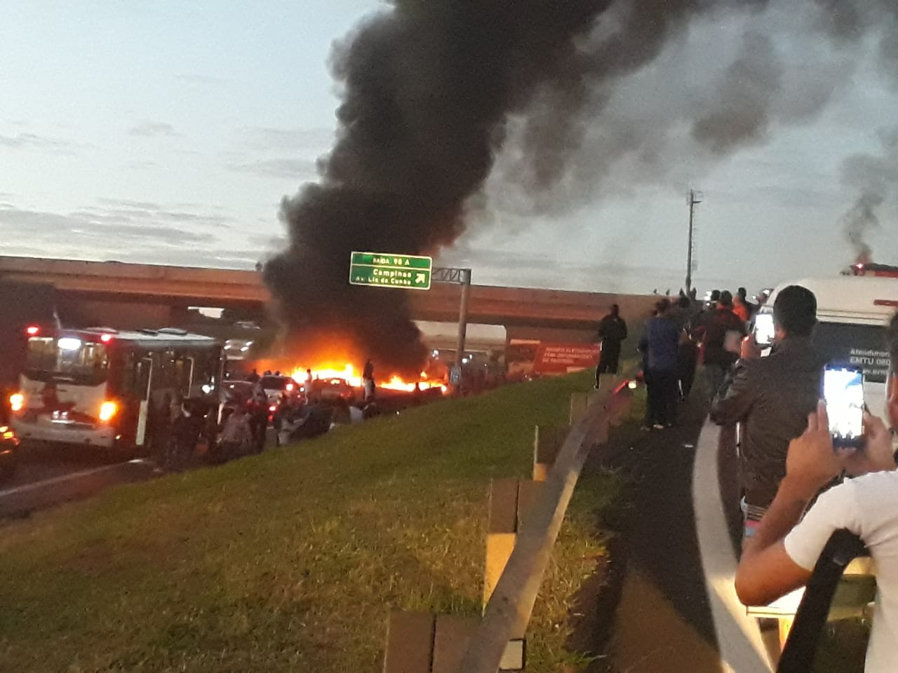 Protestos contra reforma da Previdência interditam rodovias e provocam reflexos na educação na região - Notícias - Plantão Diário