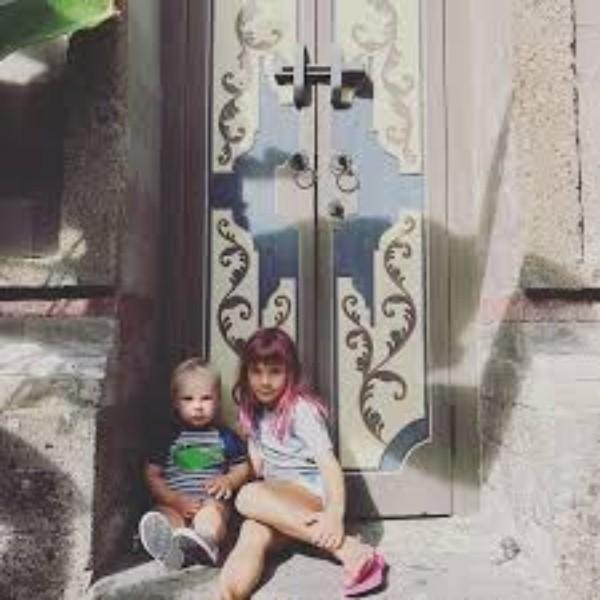 Cantora postou imagens de Willow, de sete anos, e Jameson, de 18 meses, antes dos shows na Austrália (Foto: Reprodução/Instagram)