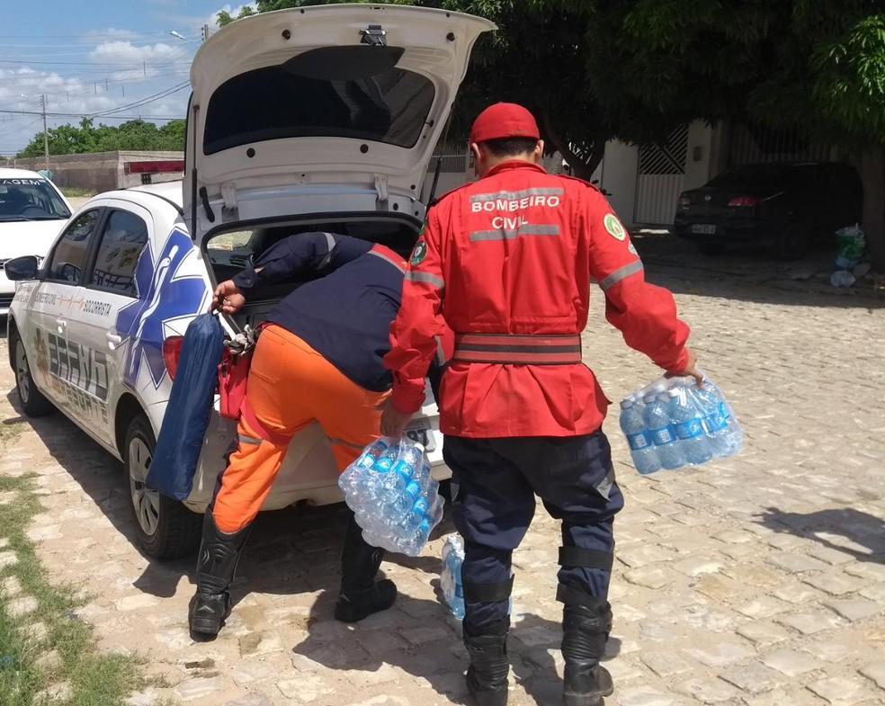 Voluntários, bombeiros civis do RN vão seguir para Brumadinho, MG, com duas viaturas e uma ambulância — Foto: Ivanúcia Lopes/Inter TV Costa Branca