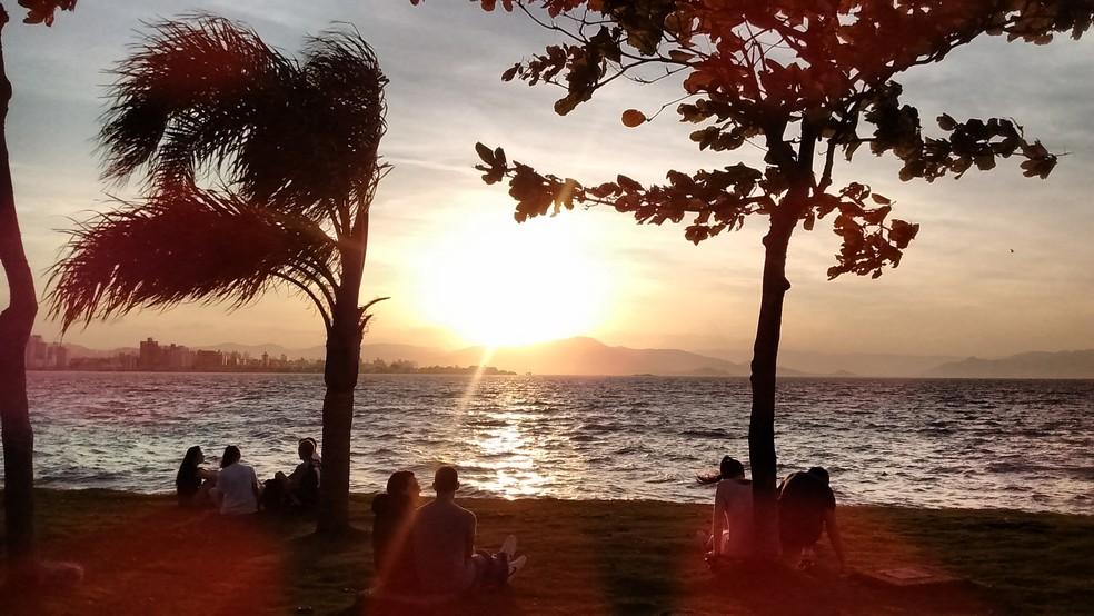 2018 começa com sol e nuvens em Santa Catarina  (Foto: Valéria Martins/G1)