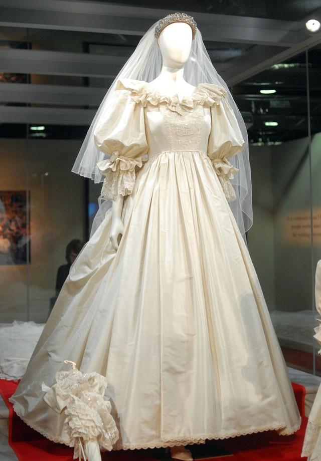 O vestido usado por Diana em seu casamento (Foto: Getty Images)