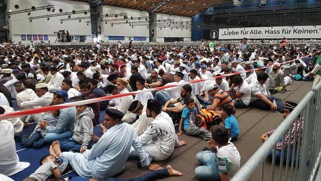 Ahmadiyya, no centro de convenções de Karlsruhe, no sul da Alemanha (Foto: Albert Steinberger)
