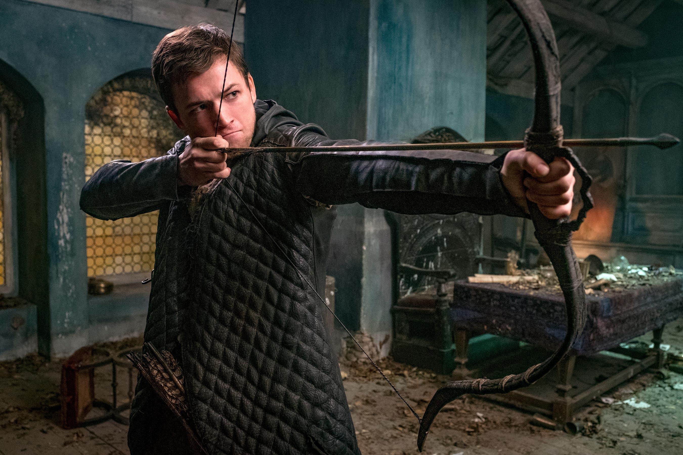 Taron Egerton como Robin Hood em Robin Hood - A Origem (Foto: Divulgação)