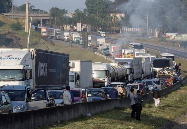 Greve dos caminhoneiros no Brasil contra o aumento do diesel (Foto: EFE/Sebastião Moreira)
