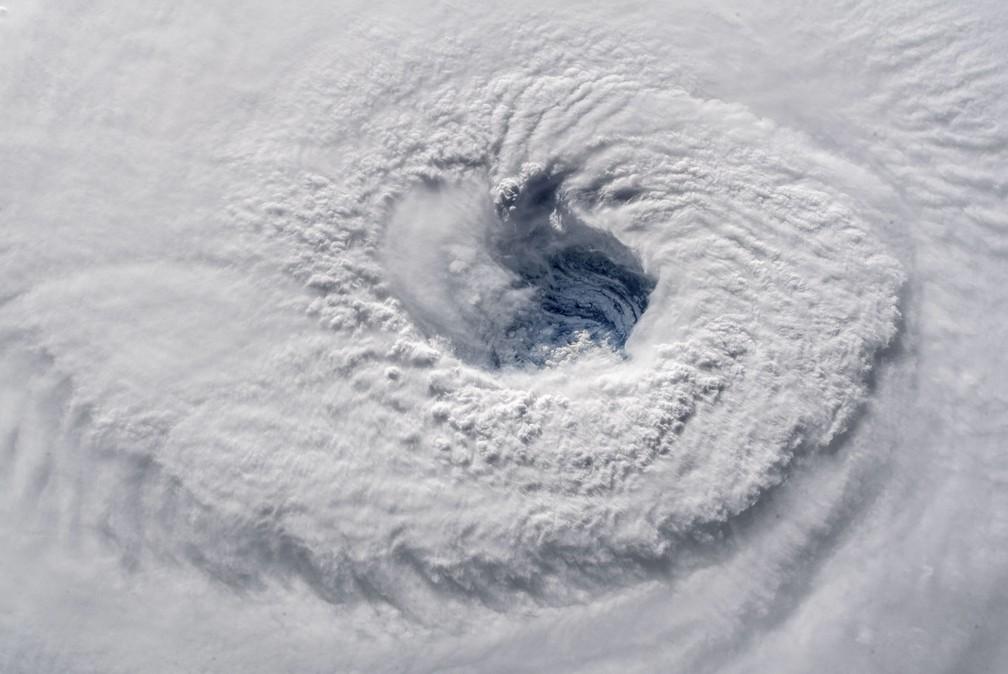 Imagem feita da Estação Espacial Internacional nesta quarta-feira (12) mostra o furacão Florence sobre o Oceano Atlântico — Foto: HO / NASA / AFP