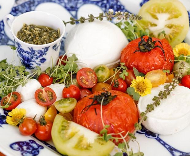 Receita de salada caprese (Foto: Julio Acevedo)