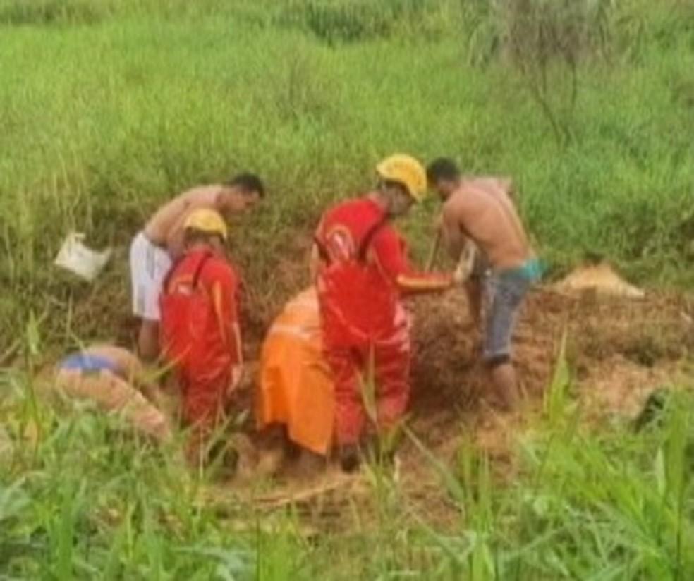 Corpo é encontrado em cova rasa em Parauapebas. — Foto: Reprodução / TV Liberal
