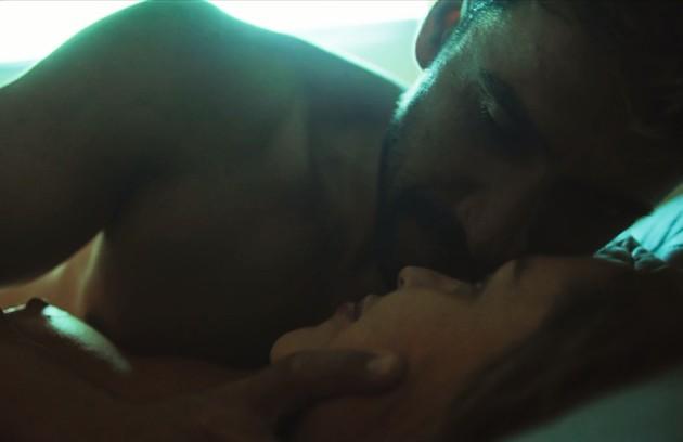 Tóia Ferraz tem outras cenas ousadas com Julio Rocha, o mergulhador Sileno (Foto: Reprodução)