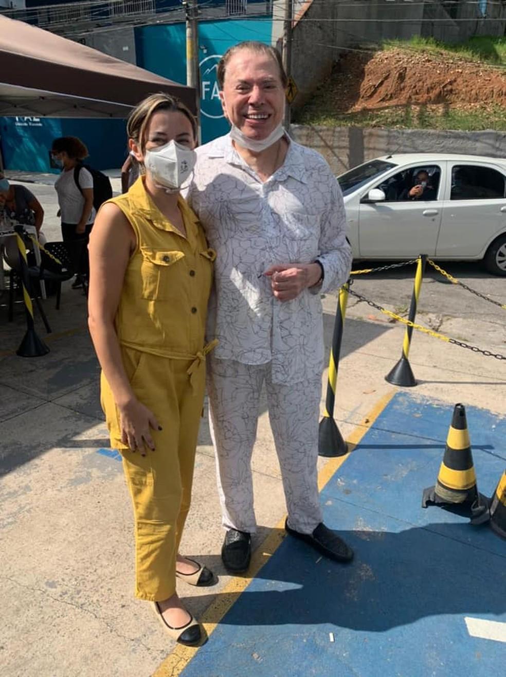 Silvio Santos e a filha Rebeca Abravanel, após tomarem vacina na Zona Sul de São Paulo. — Foto: Reprodução/Redes Sociais