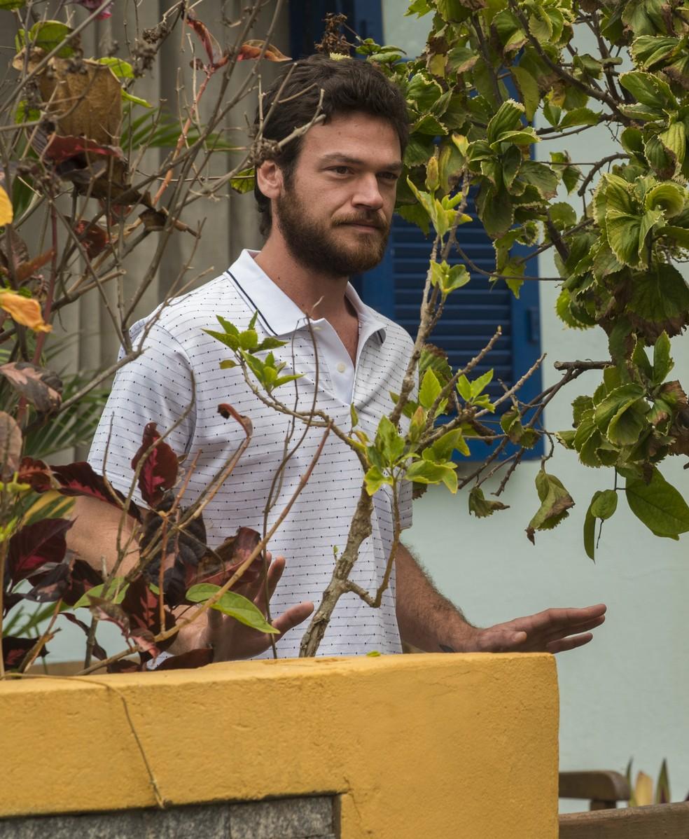 Rubinho é rendido na porta de casa (Foto: César Alves/Globo)