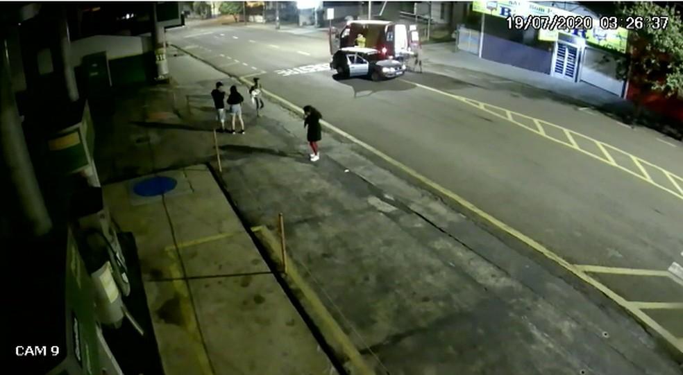 Primeiros atendimentos ocorrem na avenida em Cambé — Foto: Reprodução/RPC Londrina