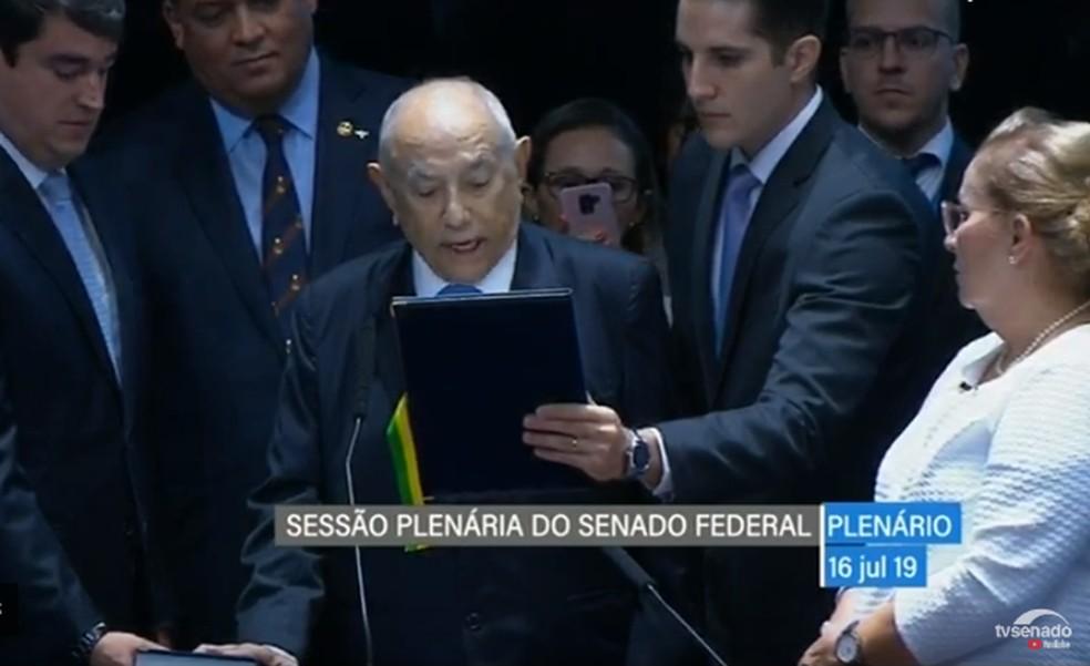 Siqueira Campos tomou posse para vaga no Senado Federal — Foto: TV Senado/Reprodução