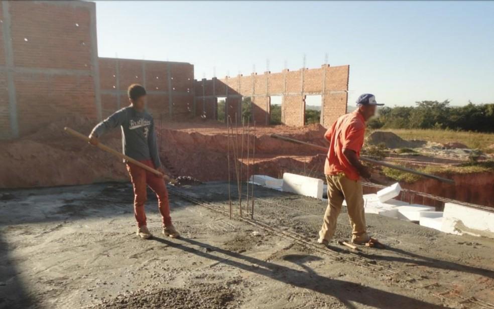 Trabalhadores não tinham equipamentos de proteção em construção de frigorífico (Foto: Reproduão/MTE)