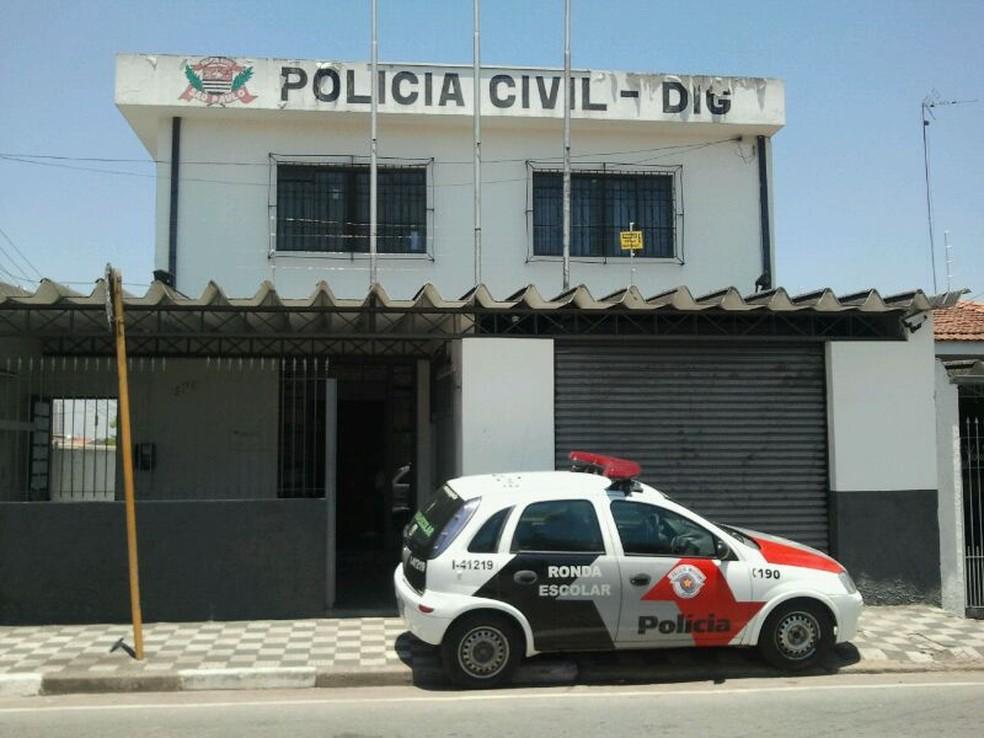 Caso é investigado pela Delegacia de Investigações Gerais de Jacareí — Foto: Daniel Corrá/ G1