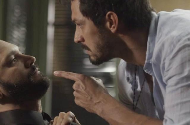 Diogo (Armando Babaioff) e Marcos (Romulo Estrela) (Foto: TV Globo)