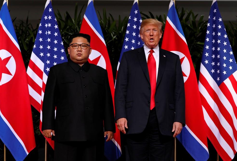 Kim Jong-un e Donald Trump posam lado a lado antes de reunião em Singapura (Foto: Reuters/Jonathan Ernst)