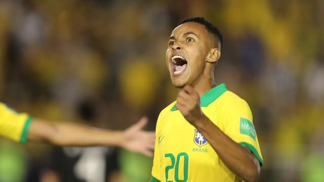Lázaro comemora o gol do título mundial sub-17 do Brasil