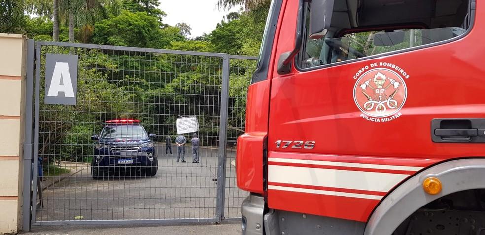 Equipes do Corpo de Bombeiros de Sorocaba estiveram no local para apoio — Foto: Jorge Silva/TV Votorantim