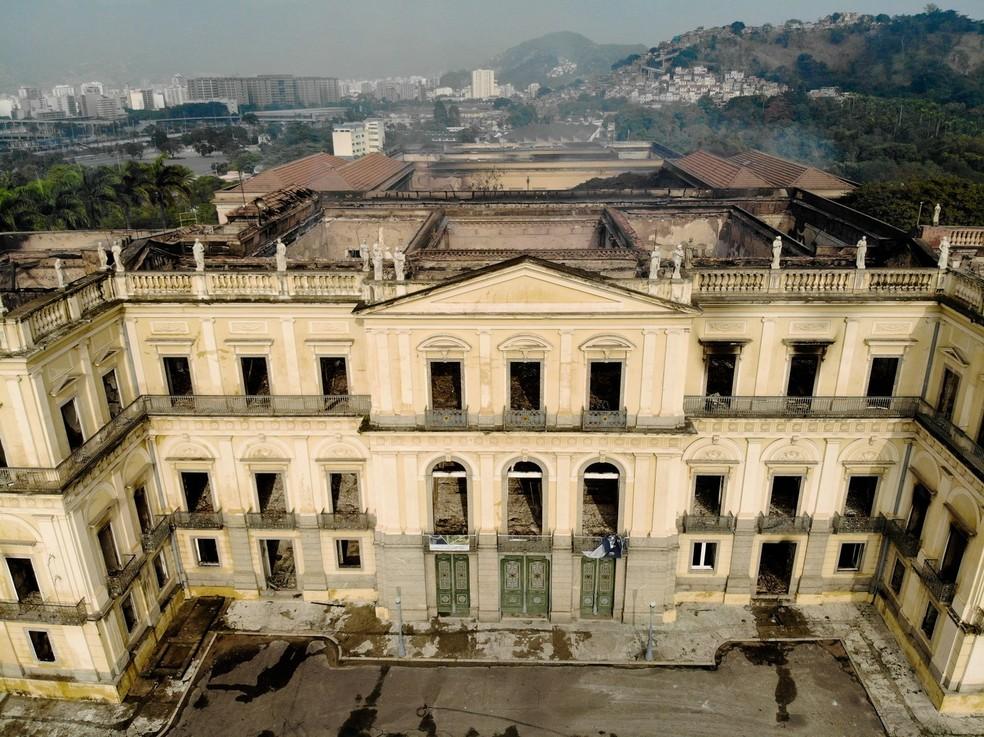 Vista aérea do Museu Nacional, no Rio de Janeiro, destruído após incêndio de domingo (2) (Foto: Thiago Ribeiro/AGIF/Estadão Conteúdo)