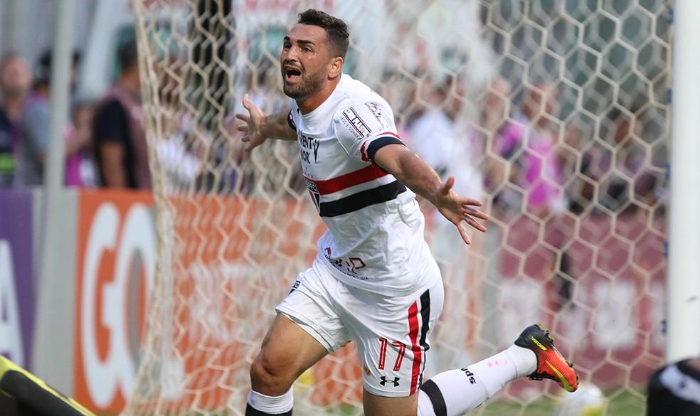 Gilberto tem contrato com o São Paulo apenas até dezembro (Foto: Rubens Chiri / São Paulo FC)