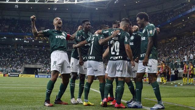 Palmeiras comemora gol contra o Guaraní