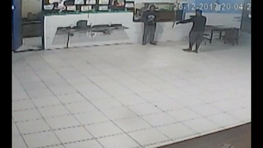 Câmeras de segurança registram ação de bandidos dentro de escola que já foi assaltada cinco vezes