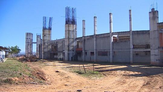 Obra da Arena de São José conta com 40 pessoas e foca na limpeza e recuperação da estrutura
