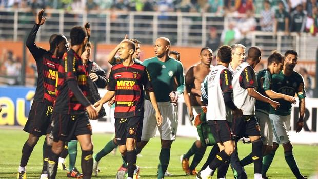 confusão entre jogadores no jogo Palmeiras e Sport (Foto: Marcos Ribolli / Globoesporte.com)