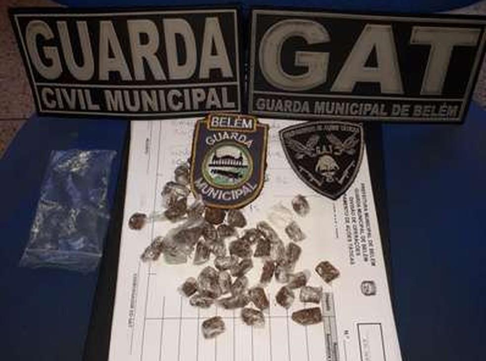 -  Dois homens e uma mulher foram presos por tráfico de drogas em Icoaraci, distrito de Belém  Foto: Divulgação/Guarda Municipal de Belém