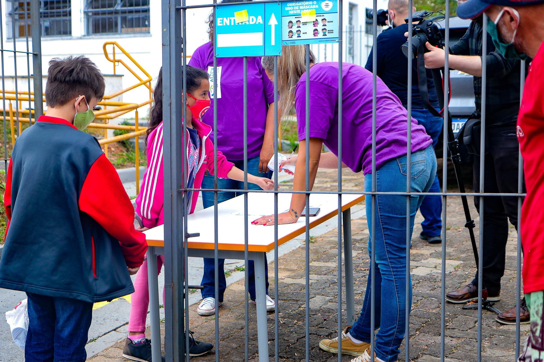 Prefeitura de Porto Alegre recorre de decisão que suspende aulas presenciais na rede municipal