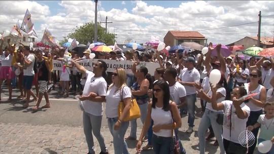 Em greve há um mês, professores de Teofilândia fazem manifestação para reivindicar plano de carreira