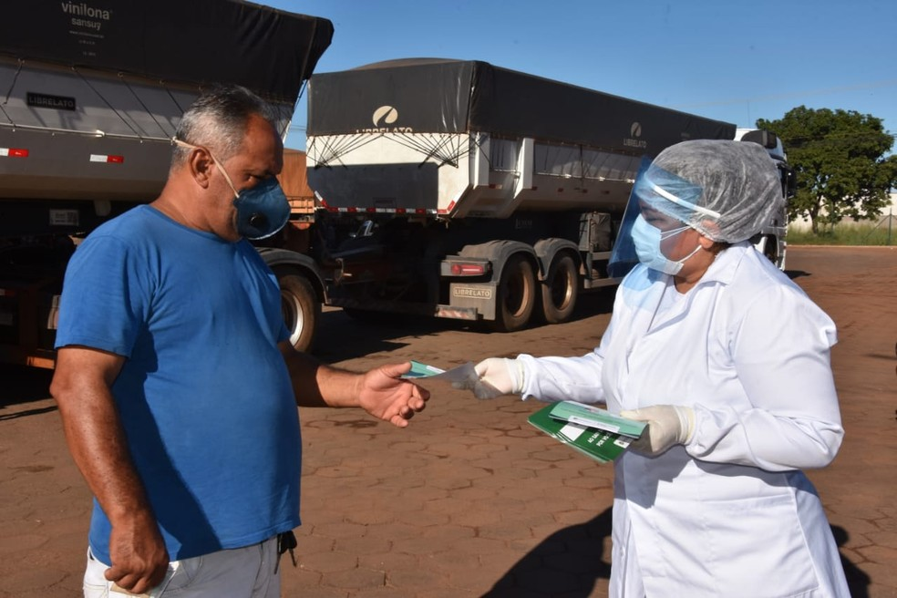 Truckers receive instructions in action to combat Covid-19 in Porto Nacional |  Tocantins |  G1