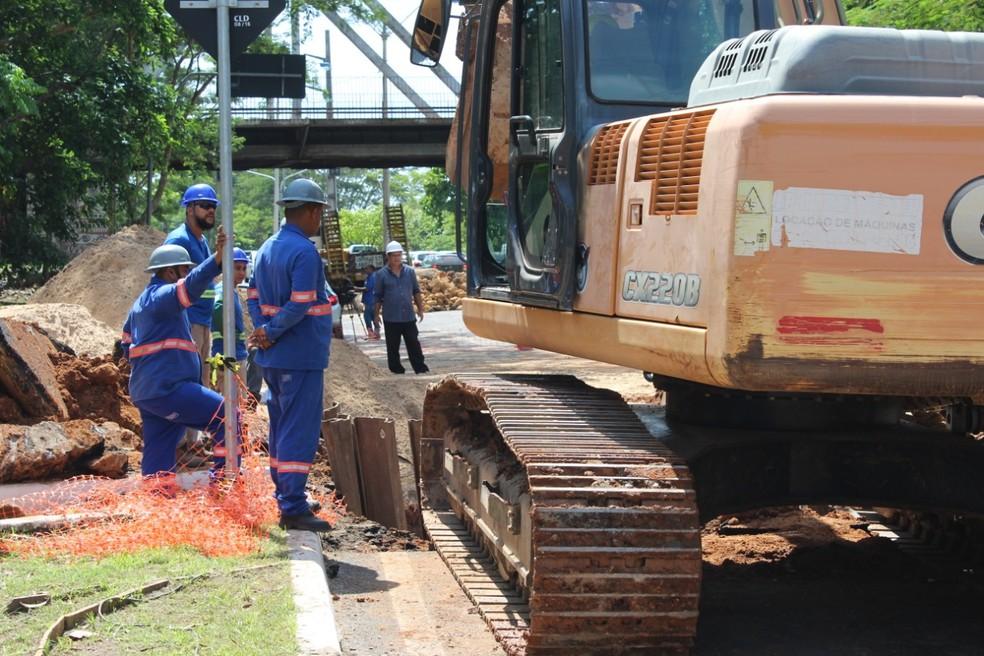 Equipes do Águas de Teresina trabalham no local — Foto: Divulgação/Águas de Teresina