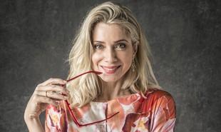 Marilda, personagem de Leticia Spiller, aparecerá nua no capítulo desta quinta-feira, 15, de 'O Sétimo Guardião'. Ela tomará banho escondida na fonte misteriosa de Serro Azul. A cena se repetirá na segunda-feira | TV Globo