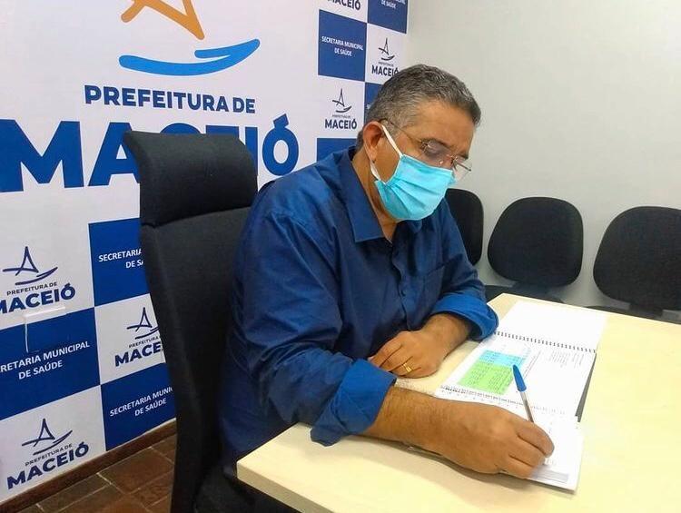 Secretário de Saúde de Maceió deixa o cargo e prefeito anuncia substituta