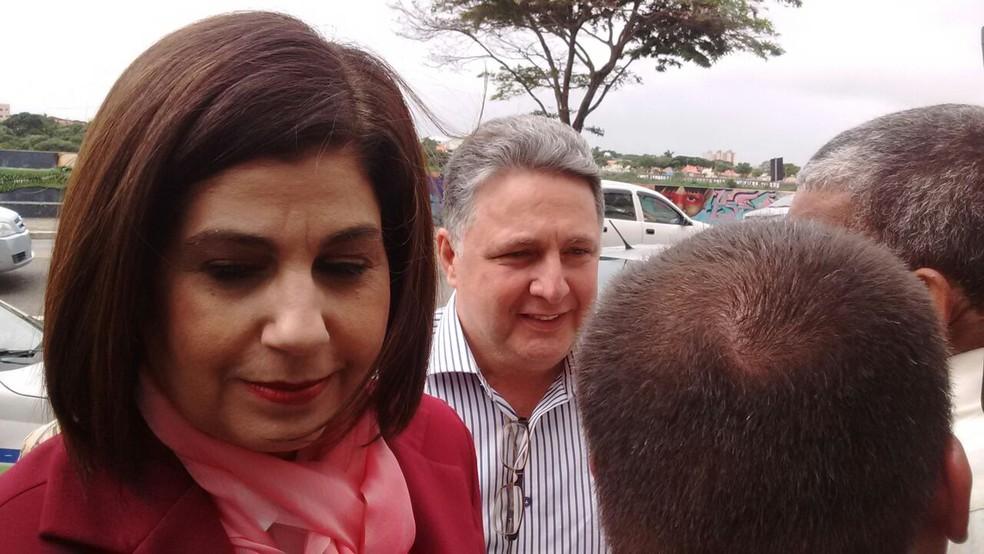 Casal Garotinho chegando ao fórum de Campos para o interrogatório  (Foto: Amaro Mota/G1)
