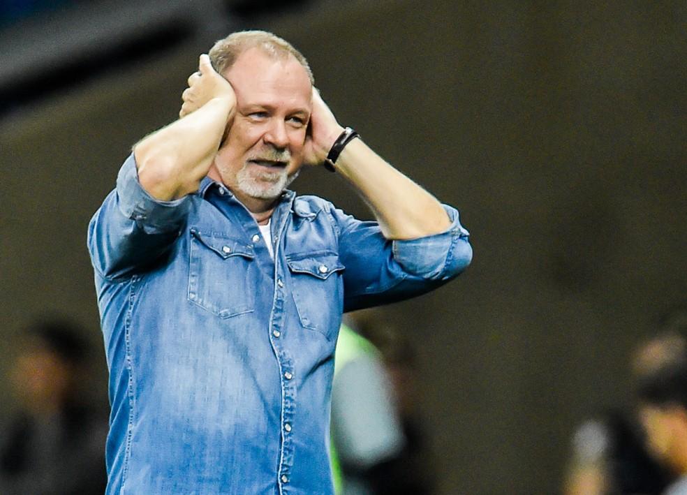 Mano Menezes encerrou, no mês de agosto, uma passagem de três anos pelo clube — Foto: Douglas Magno/BP Filmes