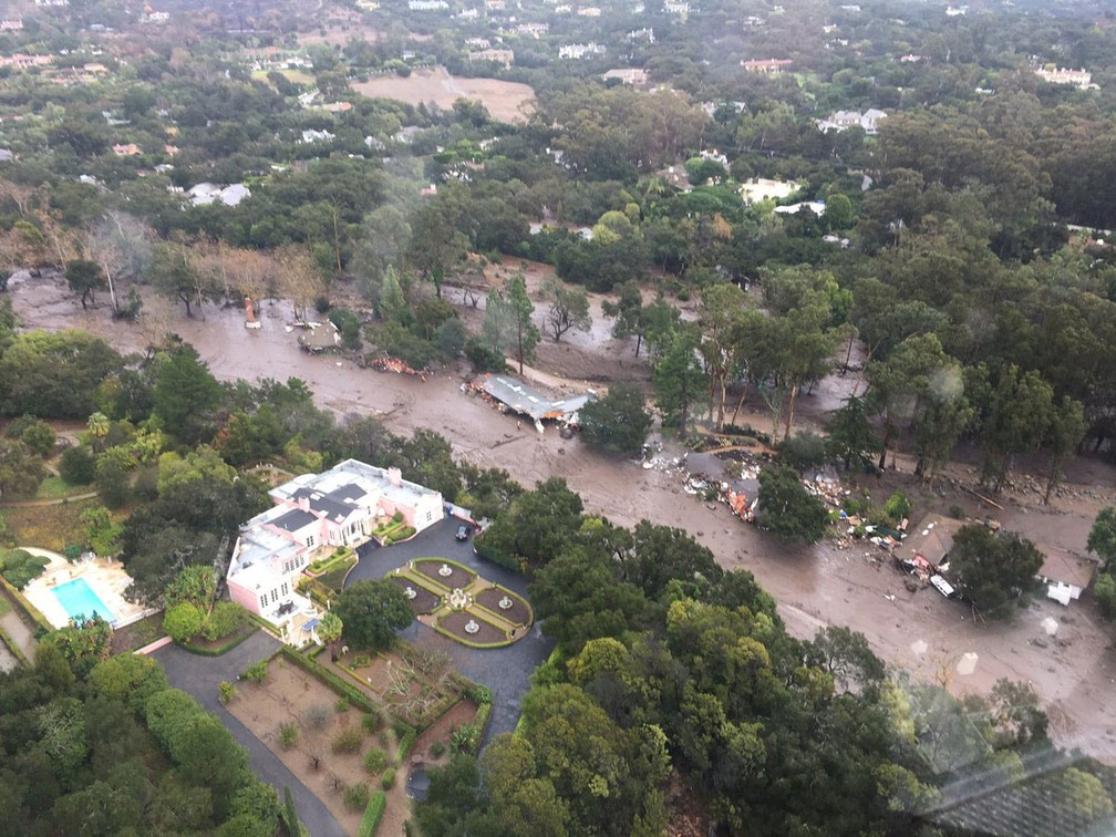 Vista aérea mostra deslizamento mostra estragos em Montecito, na Califórnia, após fortes chuvas que atingiram a região   (Foto: Ventura County Sheriff s Office/via Reuters )