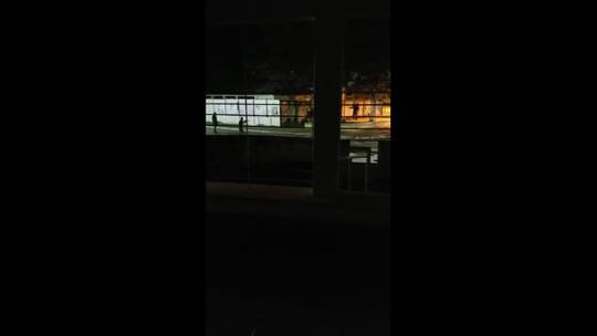 Três homens são presos ao tentar roubar agência dos Correios com martelo; veja vídeo