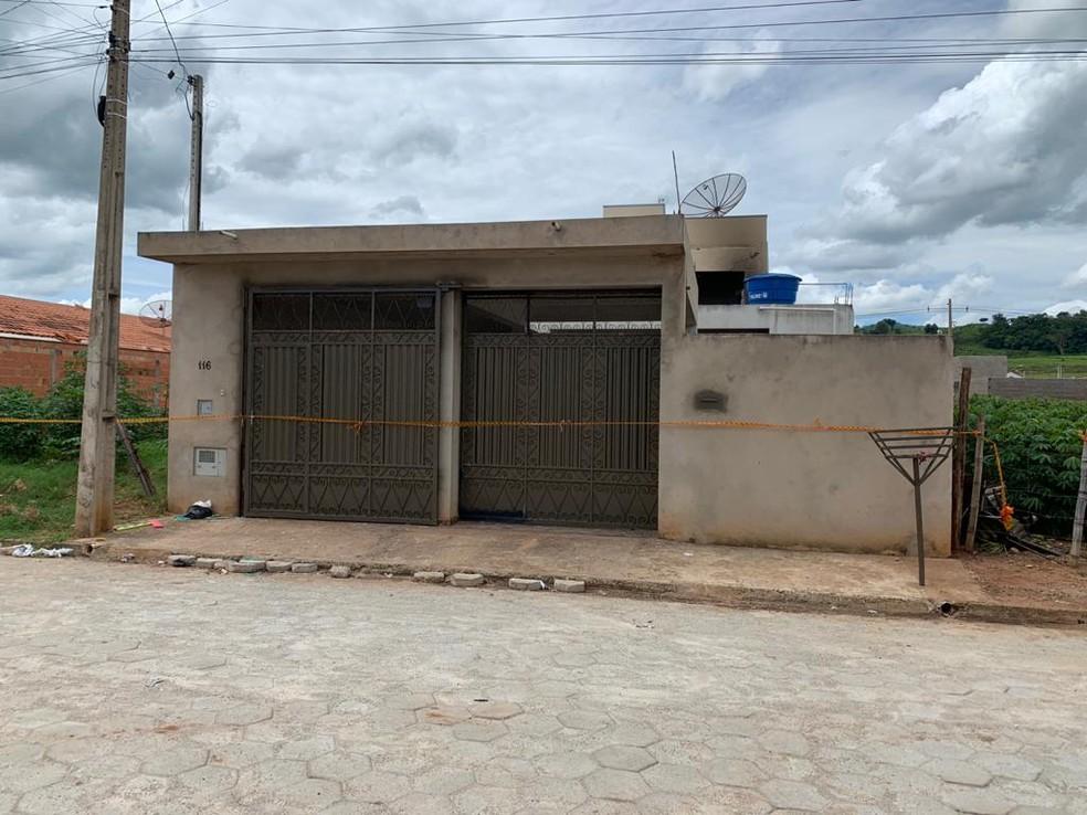 A fachada da residência em Fartura foi interditada após a explosão — Foto: Ayrton Salles Júnior/TV TEM