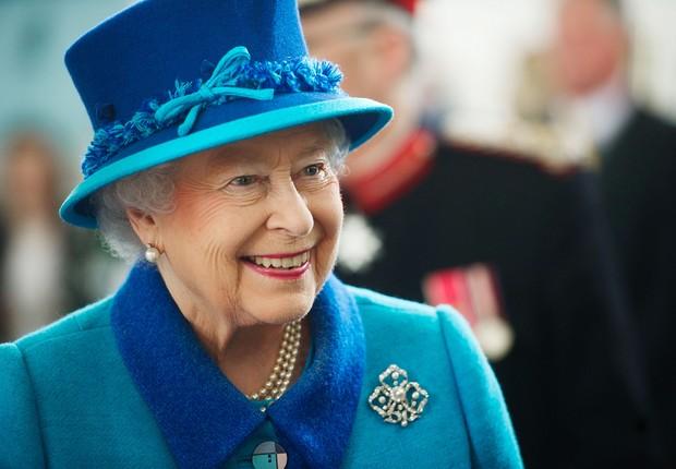 A rainha Elizabeth II visita projeto de restauração na Capela Real Dockyard, no Reino Unido (Foto: Bethany Clarke/Getty Images)