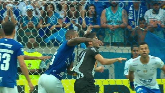 Cruzeiro x Atlético-MG: chefe da arbitragem vê pênalti de Dedé, mas aguarda áudio do VAR para atestar erro