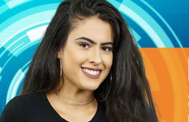 Carioca, Hana, de 22 anos, é bacharel em cinema. Tem um canal no YouTube que aborda temas como veganismo e feminismo (Foto: TV Globo)